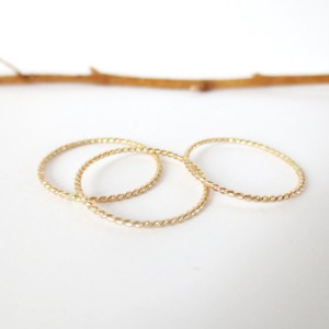 Delicate Gold Twist
